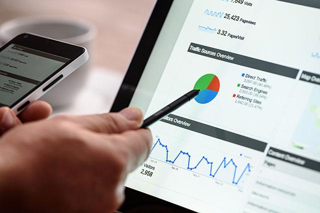 Analytics overzicht met grafieken over bezoekersaantallen